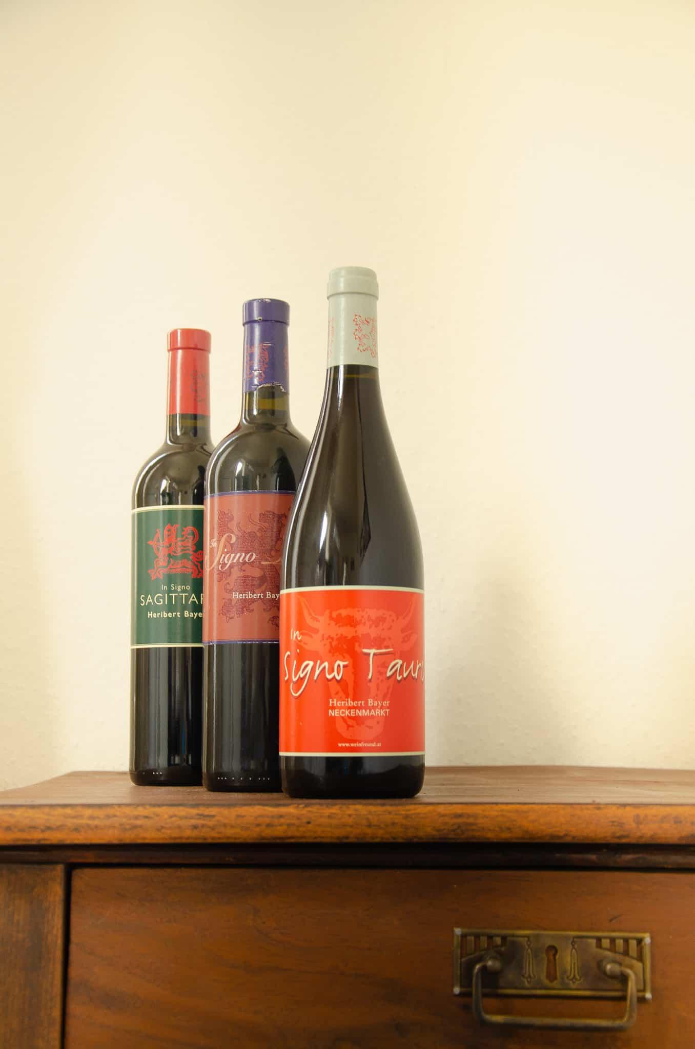 Rotweinflasche In Signo Tauri, Cuvée In Signo Leonis und Blaufränkisch In Signo Sagittarii